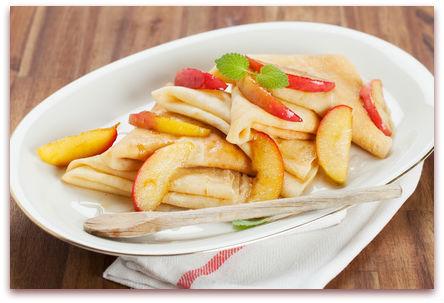 crepes mit karamellisierten apfelstuecken
