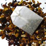 Rezept: selbstgemachte Mandelmilch mit Schokostreusel & Honig
