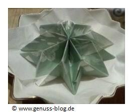 Servietten falten für eine kreative Tischdeko - Stern zu Weihnachten