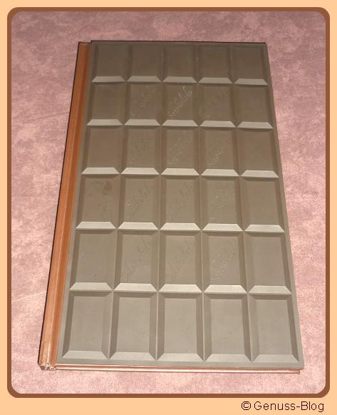 """Themenbuch """"die Welt der Schokolade"""" liegend"""