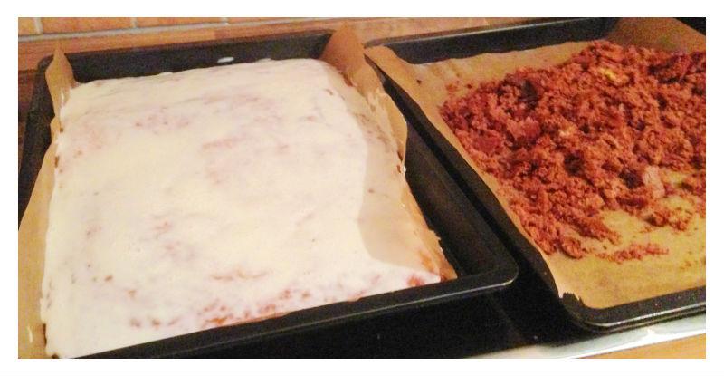 Kruemelkuchen-zwei-teige-fertig-gebacken